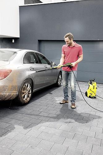 Kärcher K 4 bei der Auto Reinigung