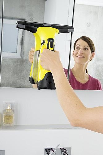 Kärcher WV 5 Premium am Badezimmer Spiegel