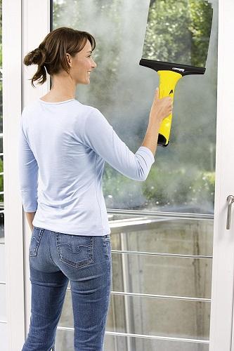 Kärcher WV 50 plus beim Fensterreinigen